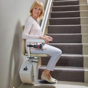 Stoličkový výťah na priame schody